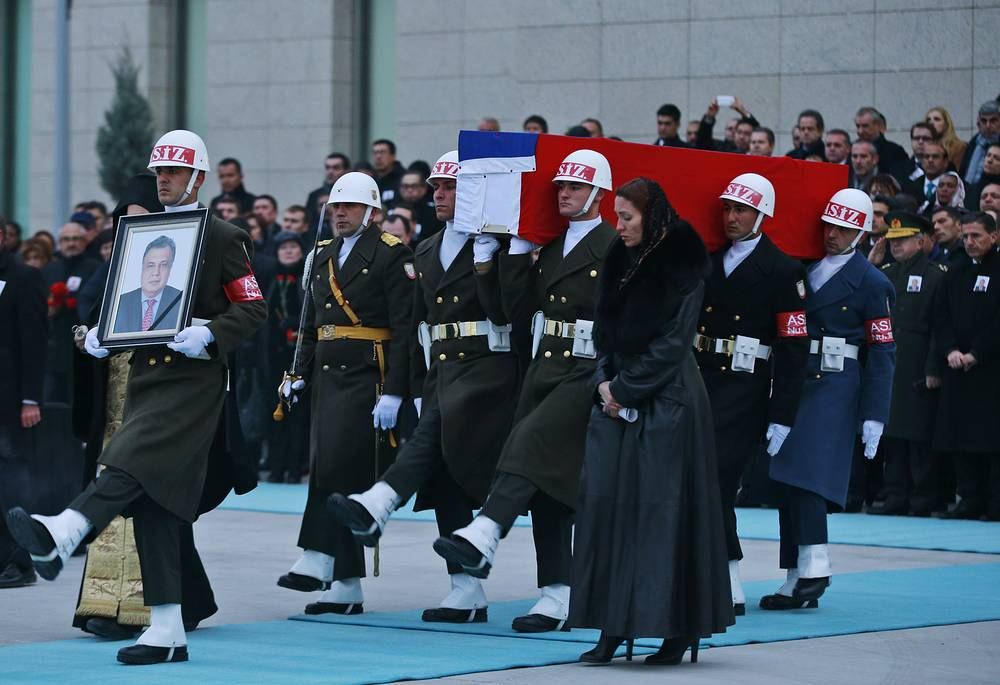 Members of a Turkish forces honour guard carring the Russian flag-draped coffin of Russian Ambassador to Turkey Andrei Karlov who was murdered in Ankara
