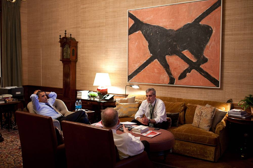 When not in use or display at the White House, these items were to be turned over to the Smithsonian Institution for preservation, study, storage, or exhibition. Photo: Barack Obama during a meeting with advisors