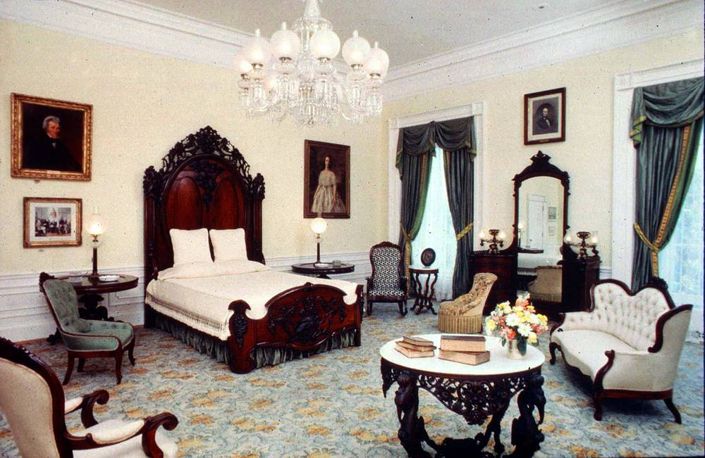 During the administration of George W. Bush, Laura Bush refurbished the Lincoln Bedroom in a style contemporary with the Lincoln era. Photo: View of the Lincoln Bedroom in the White House