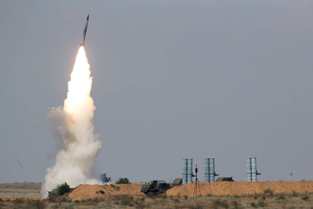 S-300 air defense missile system launches a missile at Ashuluk firing range as part of the 2016 Army Games