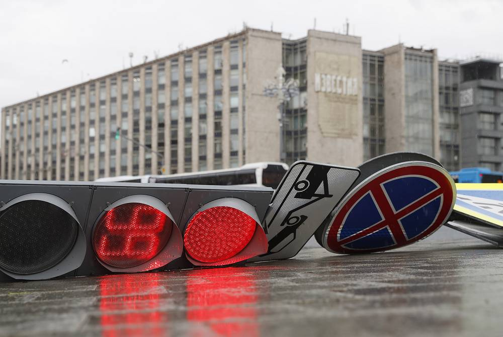 A fallen traffic light on a crossroads seen in central Moscow after a heavy storm, Russia, May 29