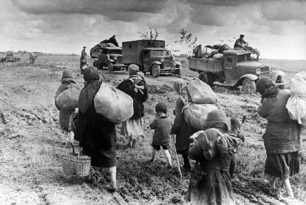 People leave their homes as the enemy army draws nearer, August 9, 1941