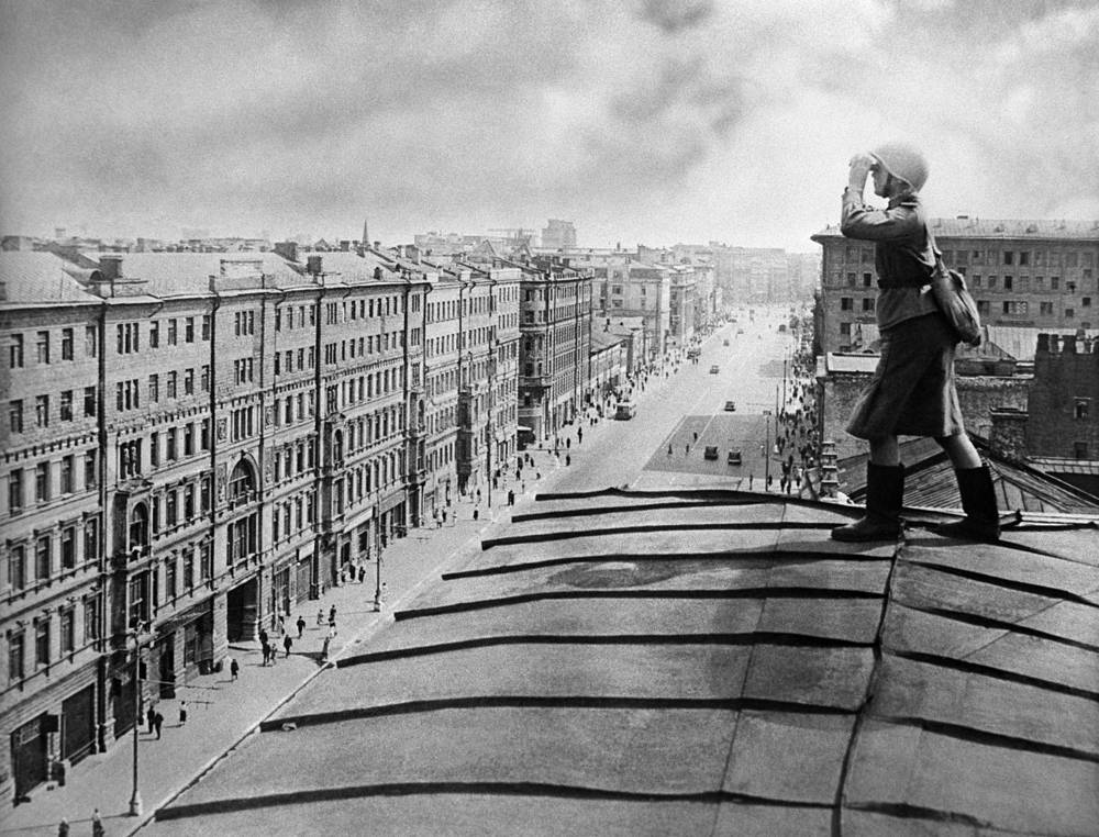 An anti-aircraft defense soldier taking observation of the sky, Moscow. 1941