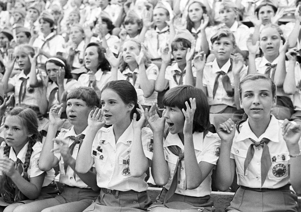 Samantha Smith among Soviet pioneers during her stay at the Artek camp, 1983