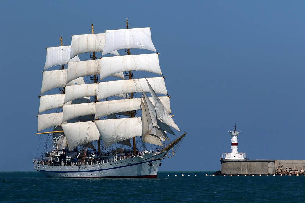 Khersones three-mast training tall ship takes part in the Russian Navy Day parade in Sevastopol