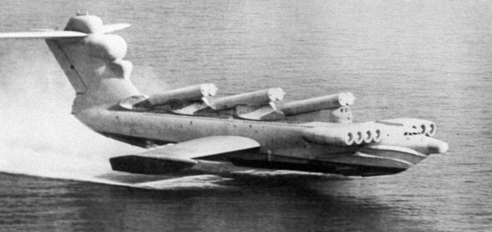 Lun-class ground effect vehicle (GEV) was designed by Rostislav Alexeyev and used by the Soviet and Russian navies until late 1990s. It carried the P-270 Mosquito guided missile. The only model of this class ever built, the MD-160, entered service with the Black Sea Fleet in 1987
