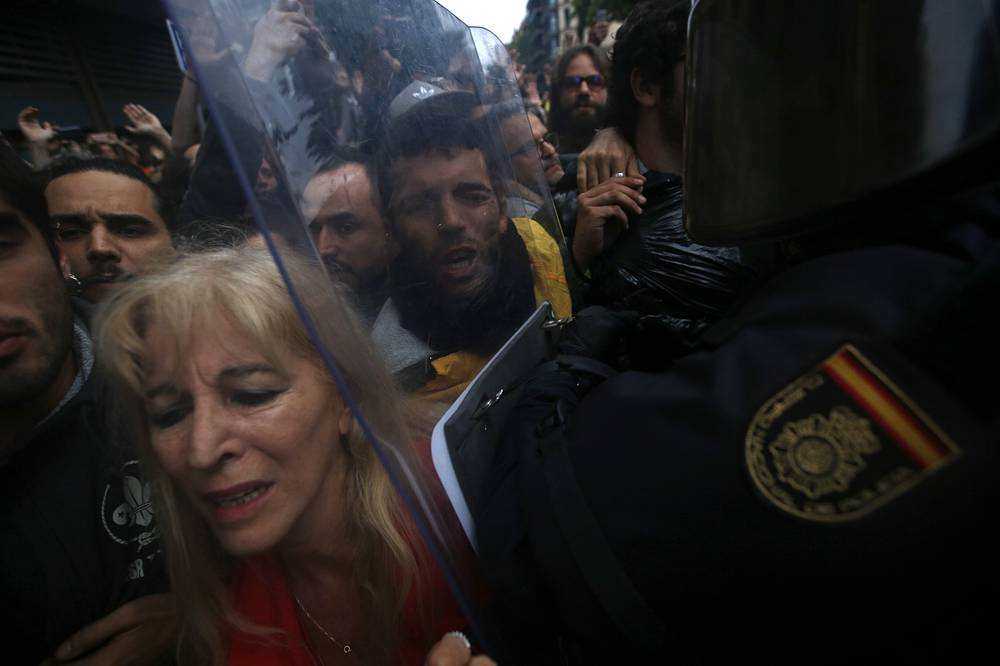 Pro-referendum supporters clash with Spanish National Police in Barcelona