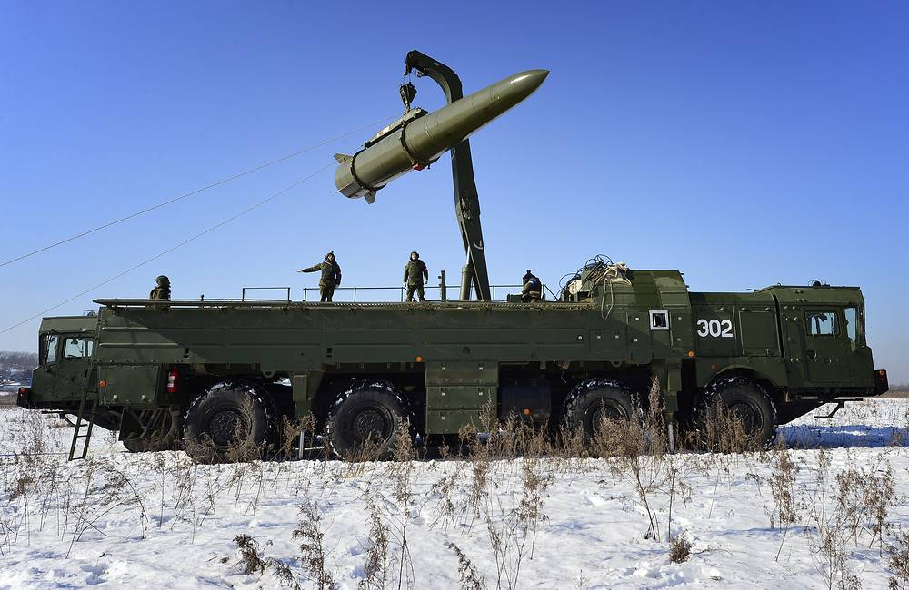 Loading a quasi ballistic missile into a Iskander-M missile launcher