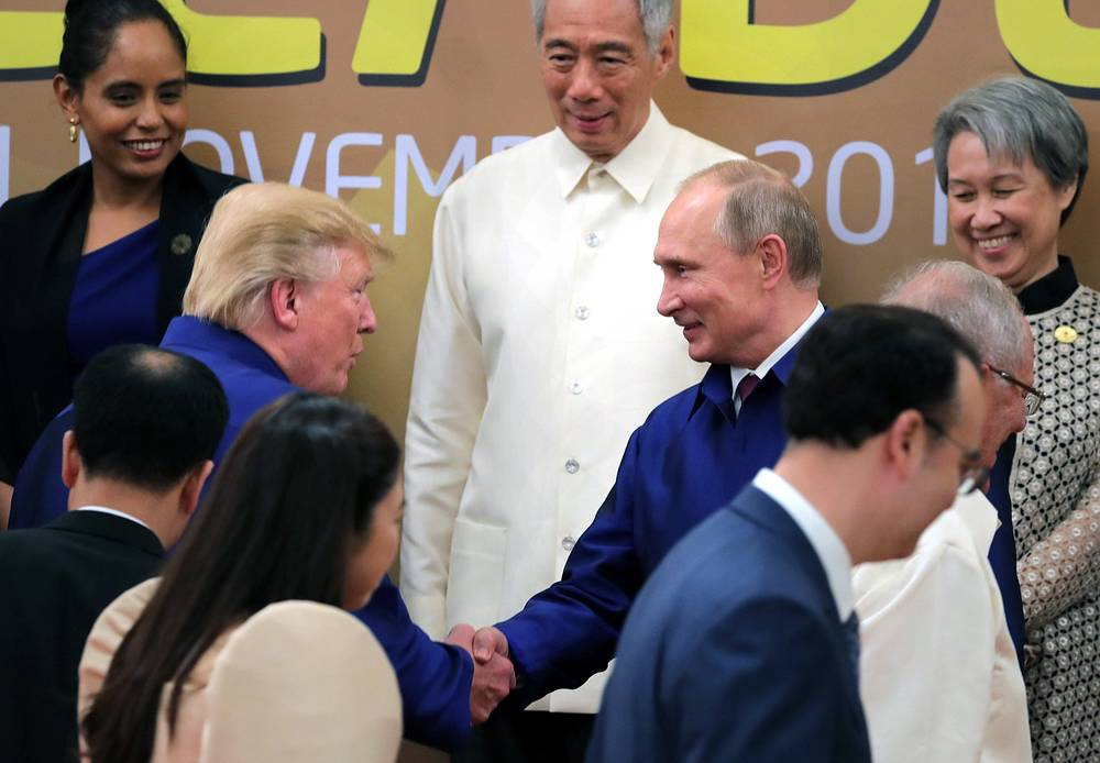 US President Donald Trump shakes hands with Russian President Vladimir Putin as they pose for a group picture during the 25th APEC summit in Da Nang, Vietnam, 2017