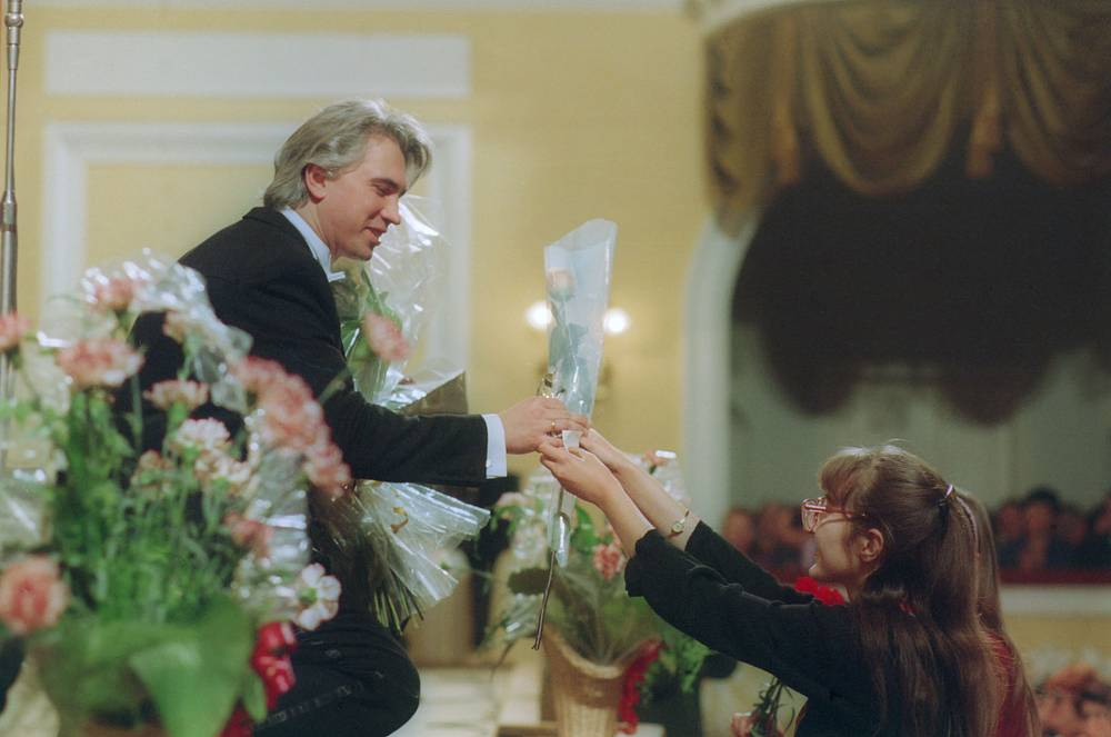 Dmitri Hvorostovsky receives flowers from the public after a concert at the Grand Hall of the Moscow Conservatory, 1994