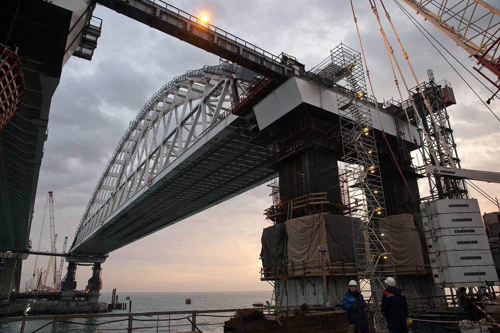 The Kerch Strait Bridge linking Crimea with mainland Russia in its final stage of construction, December 3