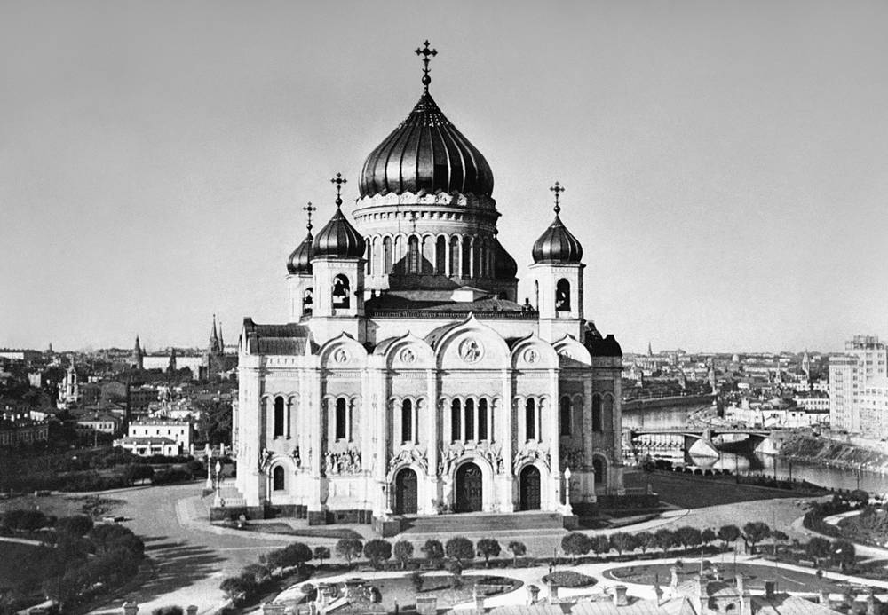 View of the Cathedral of Christ the Saviour built in 1883 to commemorate Russia's victory over Napoleon's army in the Patriotic War of 1812