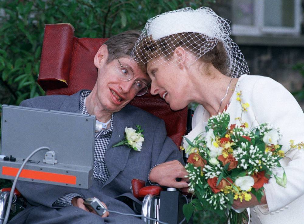 Hawking was known for several popular science books. Photo:Stephen Hawking poses with his second wife Elaine Mason, 1995