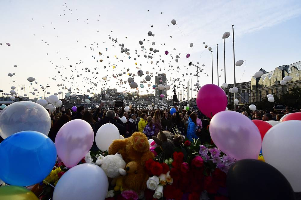 People let go of balloons in memory of the Kemerovo shopping mall fire victims, in Vladivostok