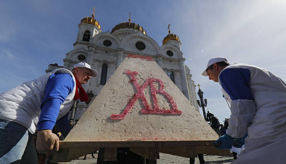 Workers unload a huge traditional Russian Easter cake (paskha), a festive dish made of cottage cheese, butter, dried fruits and vanilla to enter the Guinness book of the World Records in front of the Christ the Savior Cathedral in Moscow. More than 670 kg of cottage cheese, 250 kg of powdered sugar, 118 kg of butter and 27 kg of peanuts were used to prepare the cake