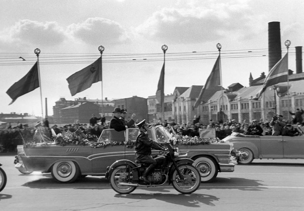 Motorcade escorts First Secretary of the Communist Party of the Soviet Union Nikita Khrushchev and cosmonaut Yuri Gagarin during his official welcome in Moscow, 1961