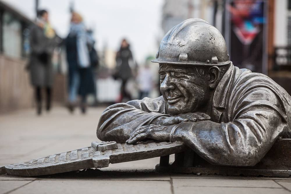 A monument to plumber Stepanych in Omsk
