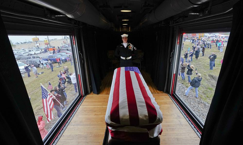 Bush Senior's final ride: the flag-draped coffin of ex-US President George H.W. Bush passes through Magnolia, Texas, towards College Station, where the former commander-in-chief will be laid to rest. December 6