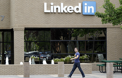 Press review: possible ban on LinkedIn in Russia and political stability in Japan