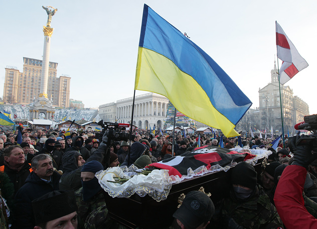 Ukrainian opposition activists carry the coffin of protester Mikhail Zhiznevsky, killed in unclear circumstances during anti-government protests, in the Mikhailovskiy cathedral in Kiev, Ukraine, 26 January 2014
