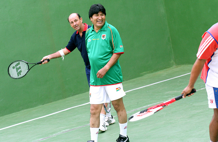 Bolivia's President Evo Morales (C) plays racquetball with Cuba's Vice- President Carlos Lage a one-day official visit to Cuba in Jun. 2007