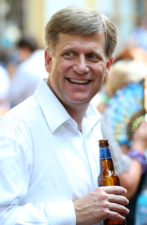 """48-year-old McFaul is considered the """"architect"""" of the """"reset"""" policy between Moscow and Washington. However, he is not a career diplomat. Photo: McFaul at a reception to celebrate the US Independence Day at the American embassy in Moscow"""