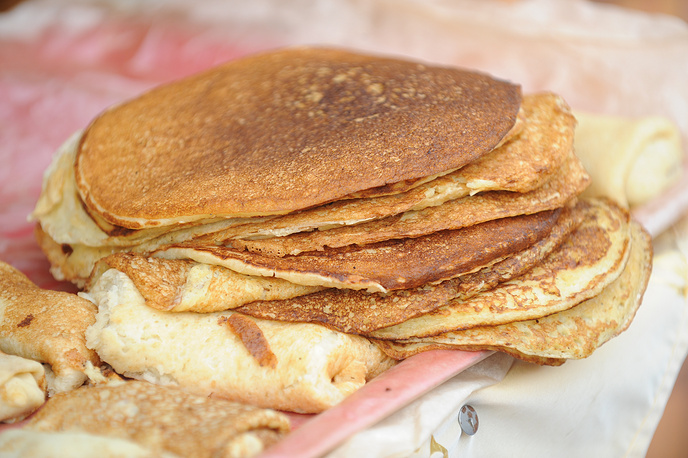 For Maslenitsa Russians usually have crepes (or blinis), which are made of the ingredients still permitted by the Orthodox tradition: milk, eggs and butter