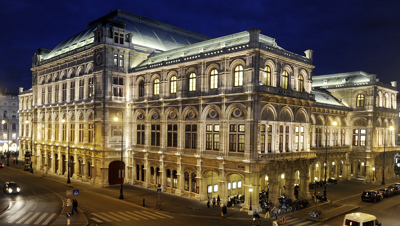 The Vienna State Opera was built in the Neo-Renaissance in the middle of the nineteenth century