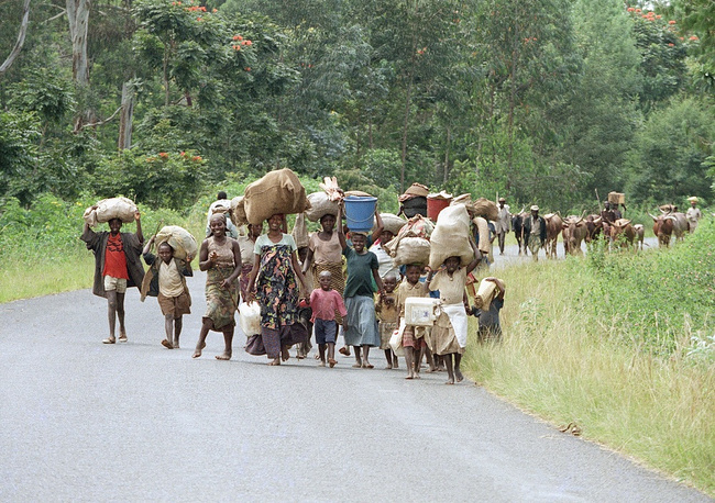 The United Nations turned out incapable of putting a stop to the genocide. Photo: refugees leaving Rwanda's Kigali in June 1994