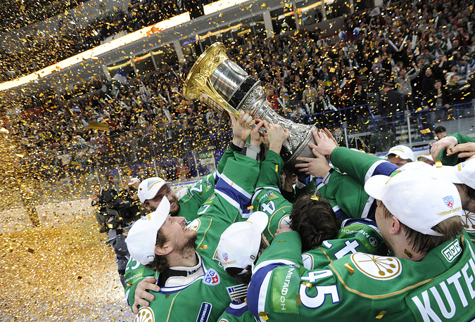 The following year it was Salavat Yulaev form Ufa that got the trophy. Photo: Salavat Yulaev players celebrate in 2011