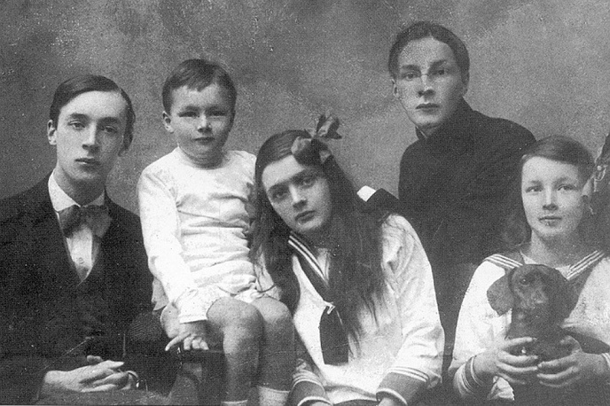 Vladimir, Sergei ,Olga, Kirill and Yelena Nabokov in 1918
