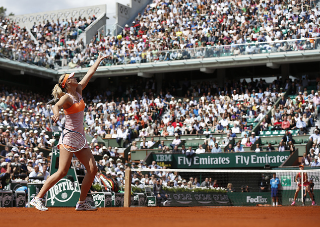 In the semifinal Sharapova met Canada's Eugenie Bouchard and won 4:6, 7:5, 6:2