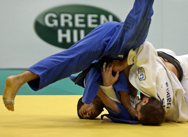 In Luly 2013 Russian judoka Kirill Denisov (white) was bitten in the foot by Georgian sportsman Varlam Liparteliani (blue)