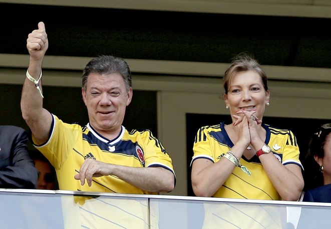 Colombian President Juan Manuel Santos Calderon and his wife supported their team in the match against Cote d'Ivoire