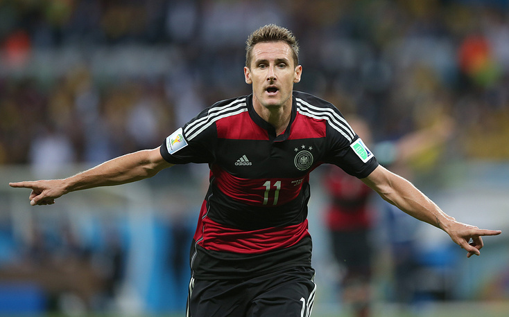 Germany striker Miroslav Klose scored his 16th World Cup goal and broke Ronaldo's record as overall finals topscorer