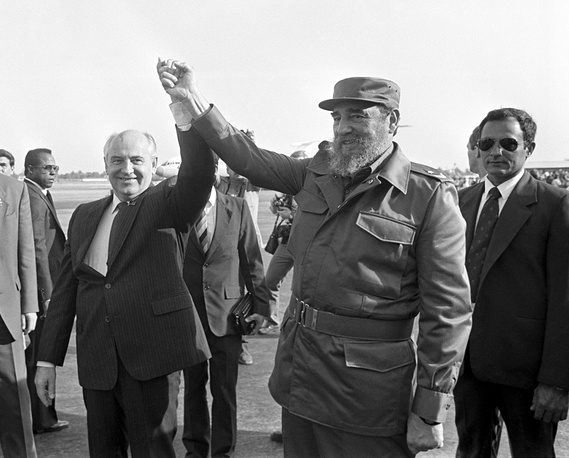 Fidel Castro seen off by Soviet leader Mikhail Gorbachev at a Moscow airport in 1989