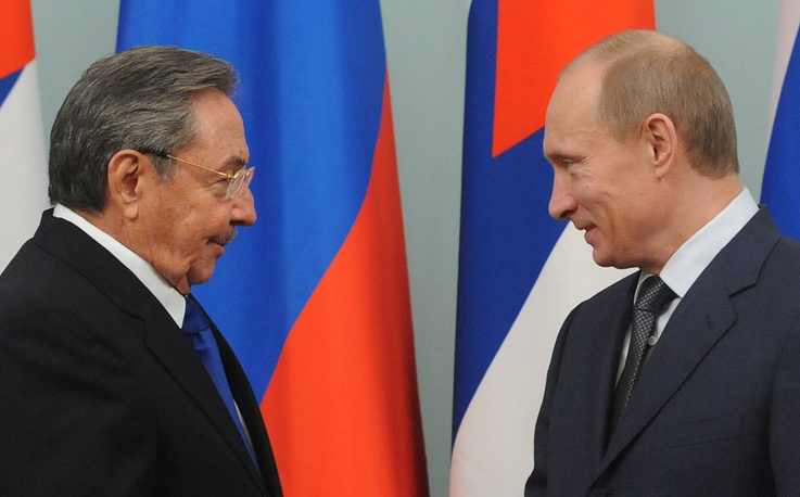 President of the Council of State and the Council of Ministers of Cuba Raul Castro meet in Moscow in 2009