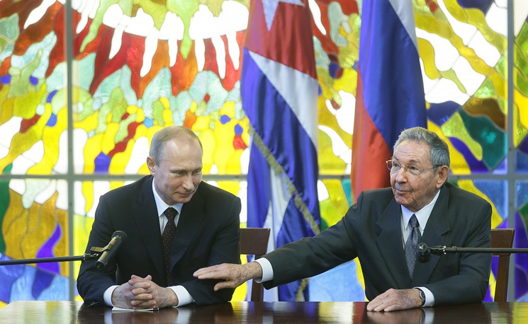 Vladimir Putin meets President of the Council of State and the Council of Ministers of Cuba Raul Castro
