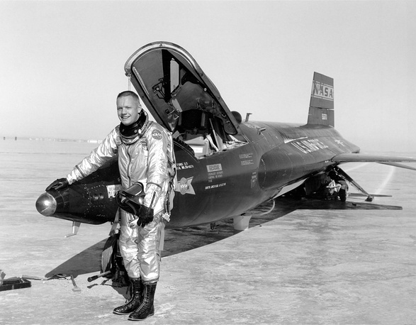 Neil Armstrong next to a X-15-3 plane at Rogers Dry Lake at Edwards after a research flight in 1960