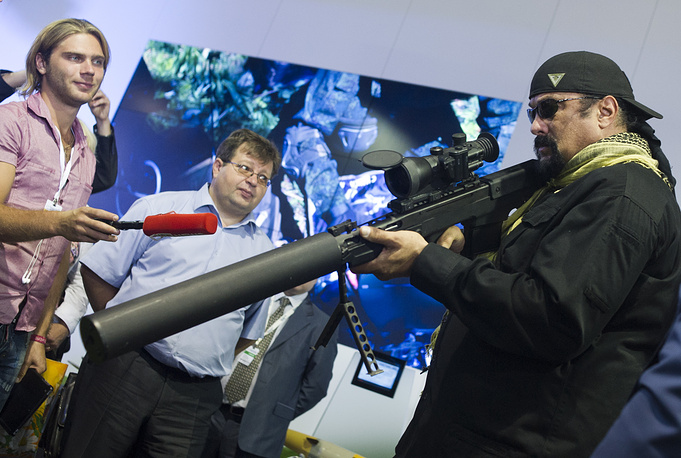 Famous US actor Steven Seagal came to see the international defence forum Oboronexpo 2014