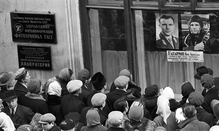 People gather to see the portrait of Yuri Gagarin, the first human to journey into space, exhibited in a window of Fotokhronika TASS photo lab, 1961