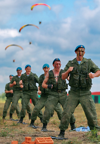 Paratroopers take part in the Open Skies military-patriotic festival in Ivanovo, central Russia