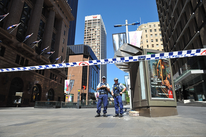 Photo: Police officers near a Lindt Cafe in Sydney, 15 December 2014