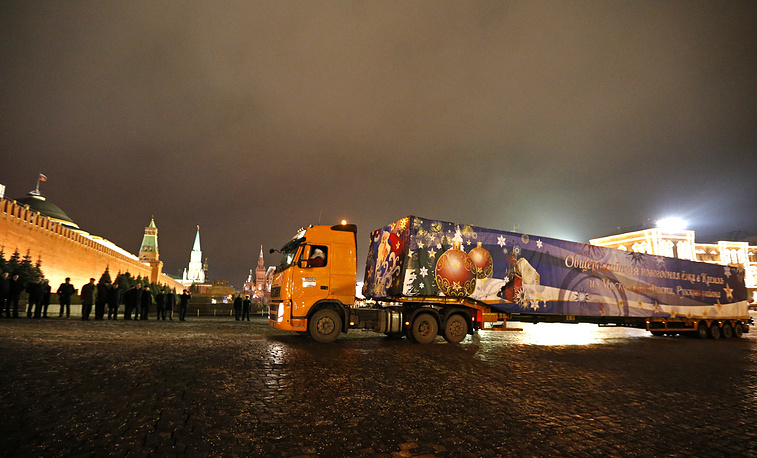 On December 19 a timber truck, carrying the main New Year tree in Russia, arrived to Moscow's Kremlin