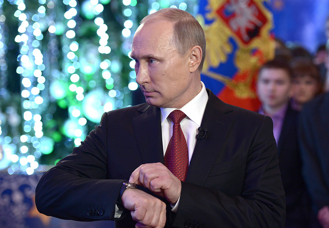 From 2000 to 2007 Russian President's New Year message was recorded on Ivanovskaya Square in Kremlin. In 2013 Vladimi Putin's New Year address to the nation was recorded not on the street but inside the Khabarovsk' culture center. Photo: Vladimir Putin during a New Year dinner in Khabarovsk