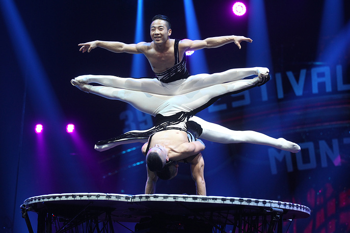 National acrobatic troupe of China performers