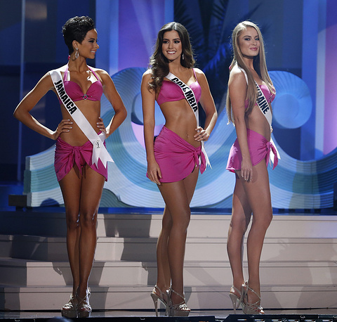 Miss Jamaica Kaci Fennell, Miss Colombia Paulina Vega, and Miss Ukraine Diana Harkusha during the swimsuit competition at the 2014 Miss Universe Final