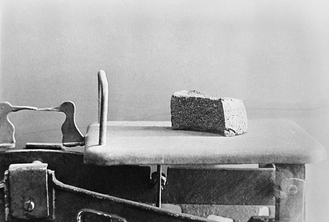 125 grams of bread, weighed on scale, a daily limit given to workers, dependants and children during the siege of Leningrad