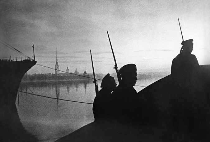 Soldiers patroling the city down the Neva River at night, 1942