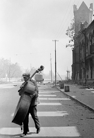 Symphony orchestra musician in Stalingrad, 1942